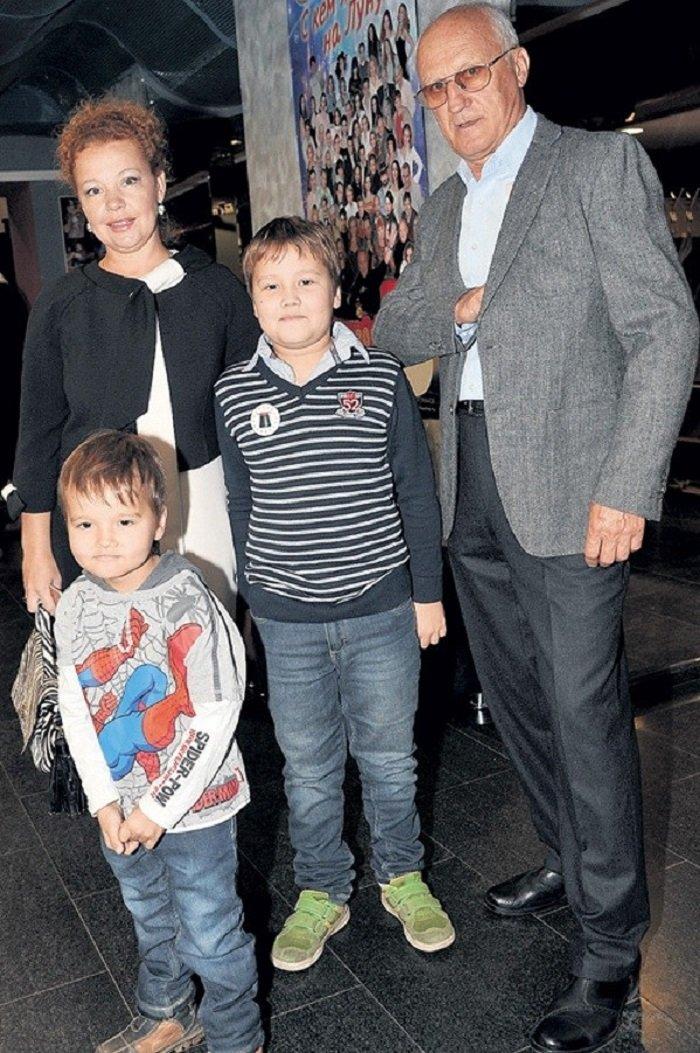 44-летняя Татьяна Абрамова показала младшего сына