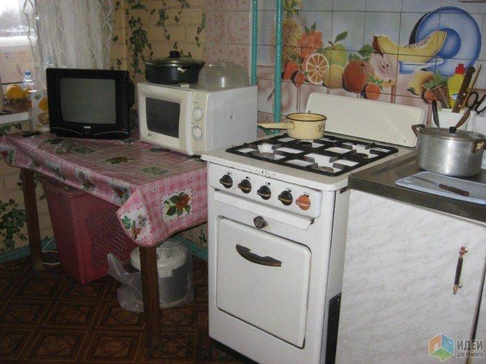 Девушка в одиночку отремонтировала кухню в квартире старенькой мамы