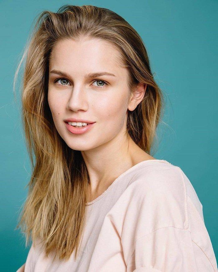 Фото актрисы дарьи мельниковой платья