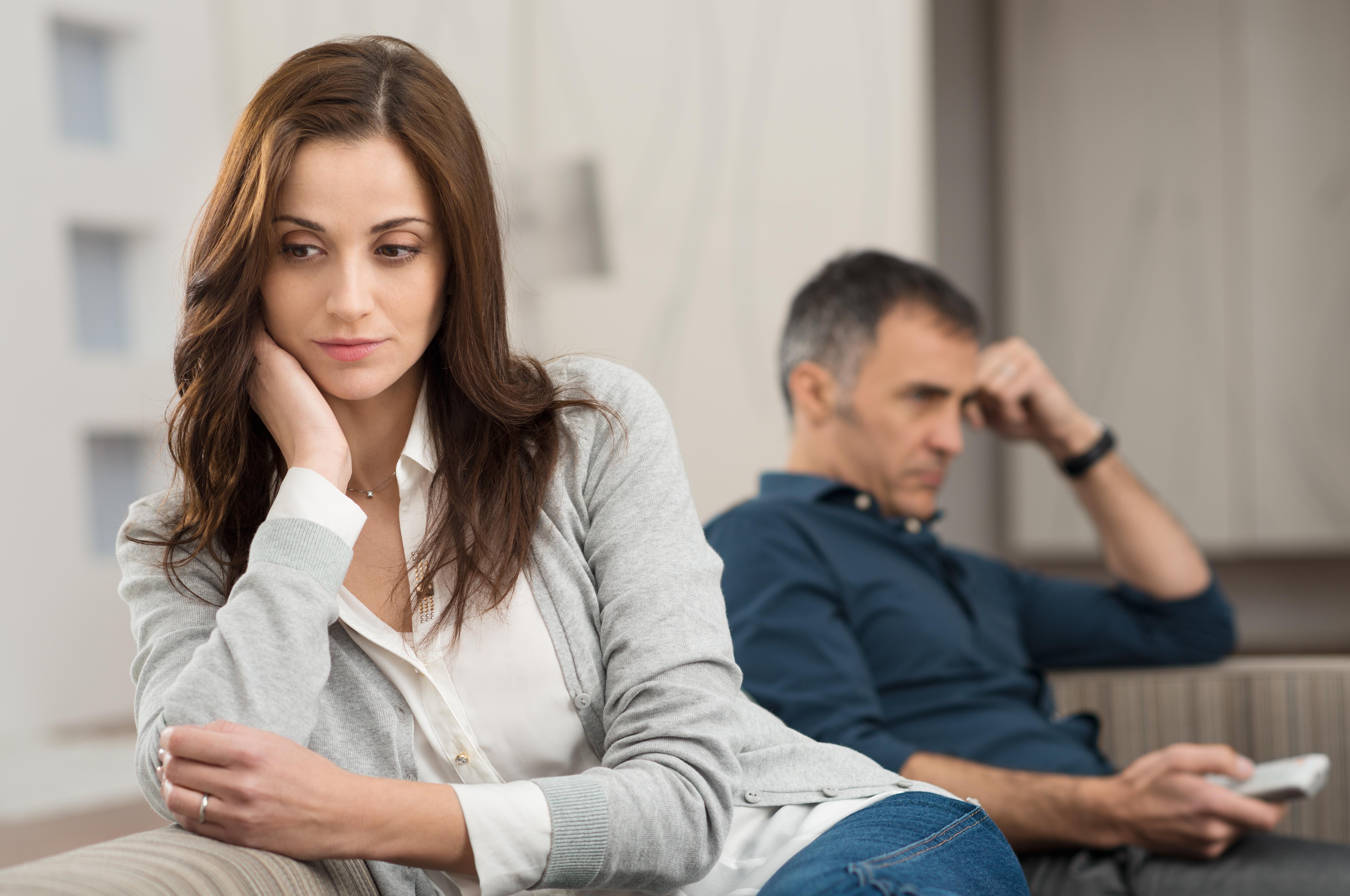 Муж хочет оформить квартиру на свою маму, а я боюсь, что семья развалится