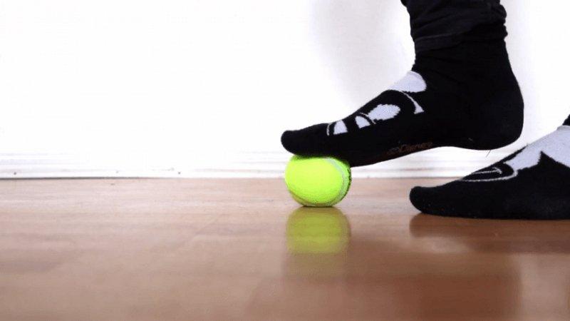 Упражнения с теннисным мячом
