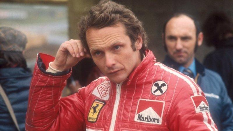 Сам Шумахер на него молился! Мир потерял знаменитого автогонщика…